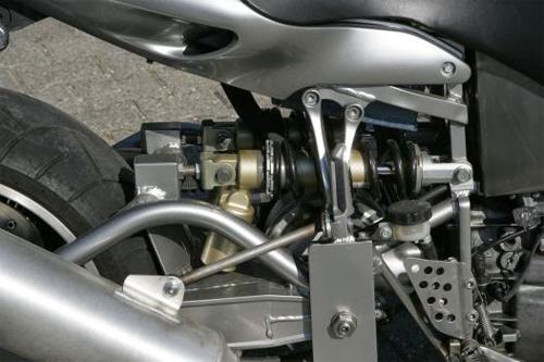 Sieu moto tu che tao su dung dong co sieu khung cua BMW V8 - 7