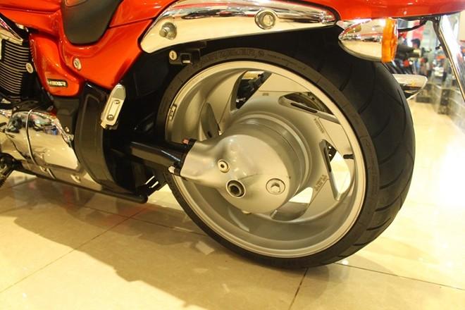 Suzuki Intruder quai vat 1800 phan khoi tai Sai Gon - 6