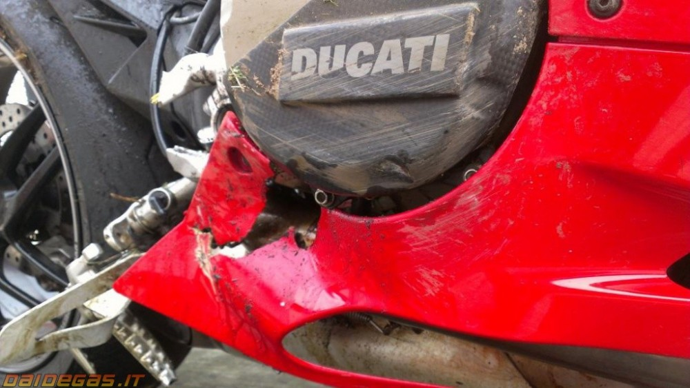 Can canh 1 vu rot nai Ducati 1199 Panigale - 2