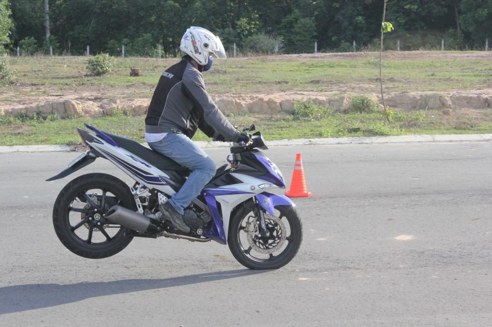 Hinh anh X1R cua ExClub Binh Duong bieu dien Stoppies - 2