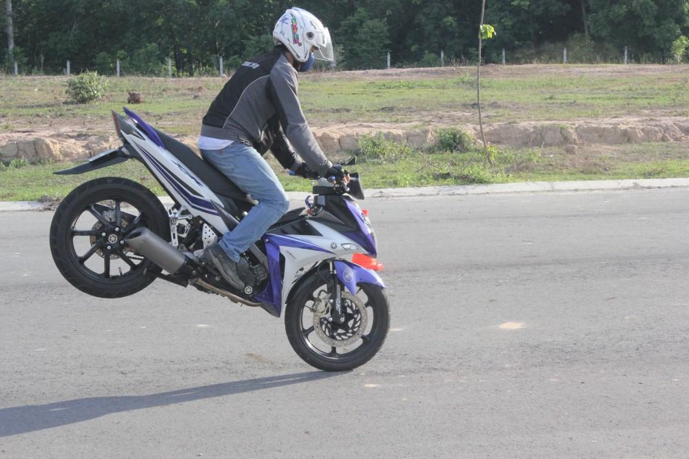 Hinh anh X1R cua ExClub Binh Duong bieu dien Stoppies - 3