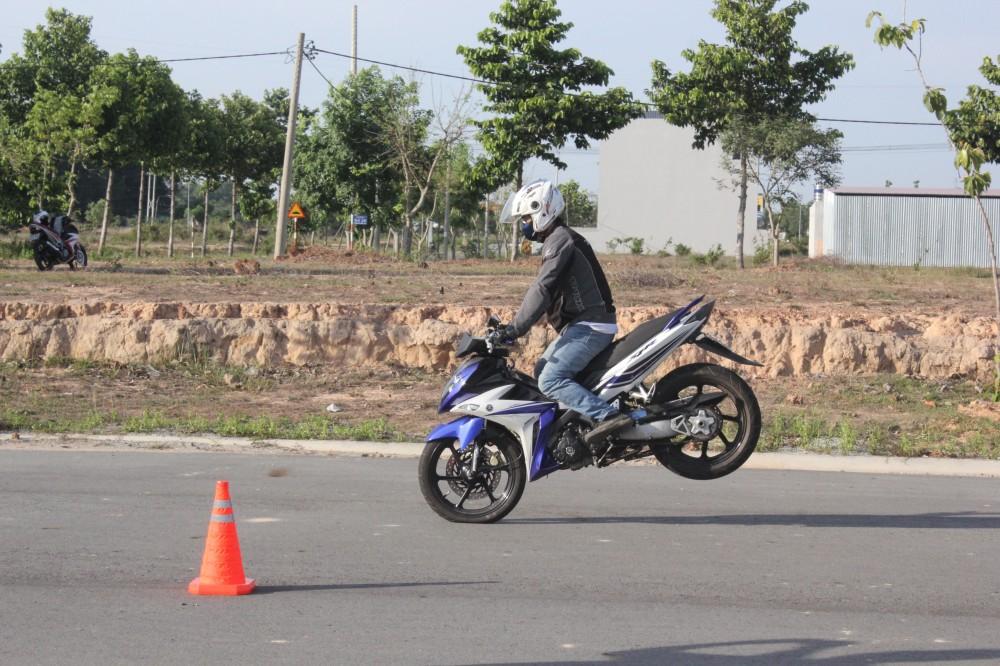 Hinh anh X1R cua ExClub Binh Duong bieu dien Stoppies - 5