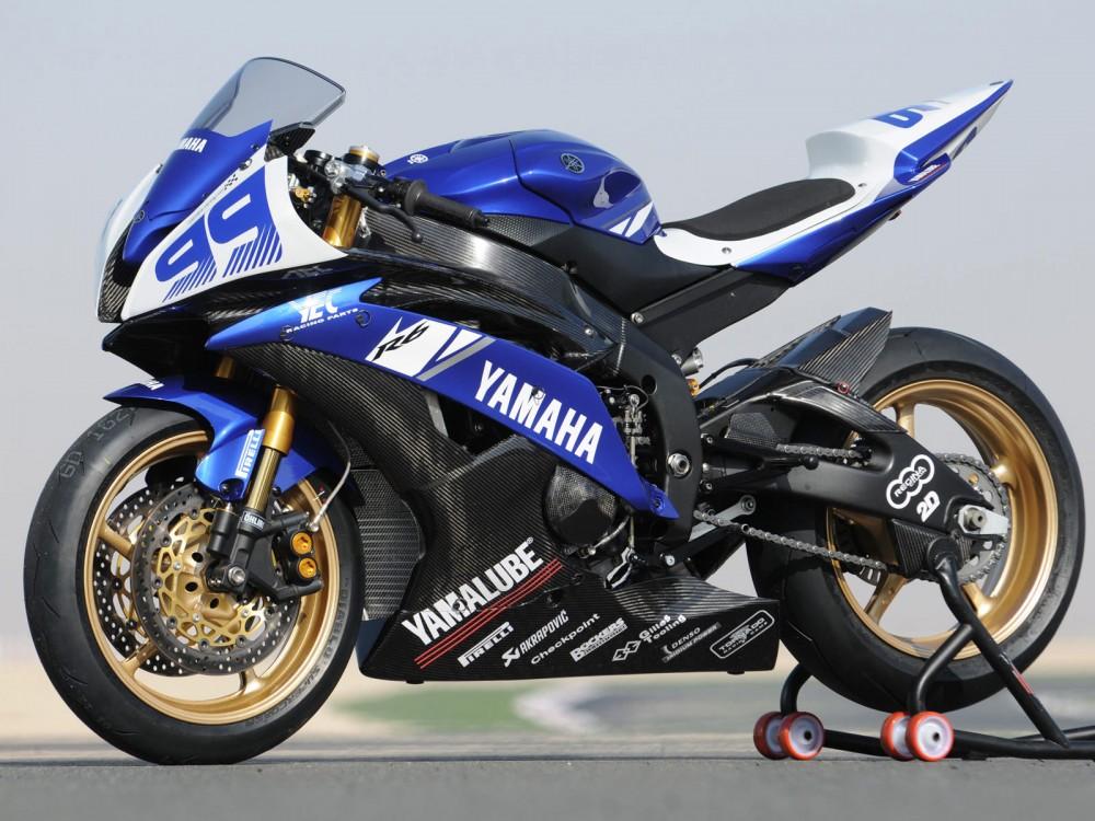 Yamaha R6 manh me tren duong dua