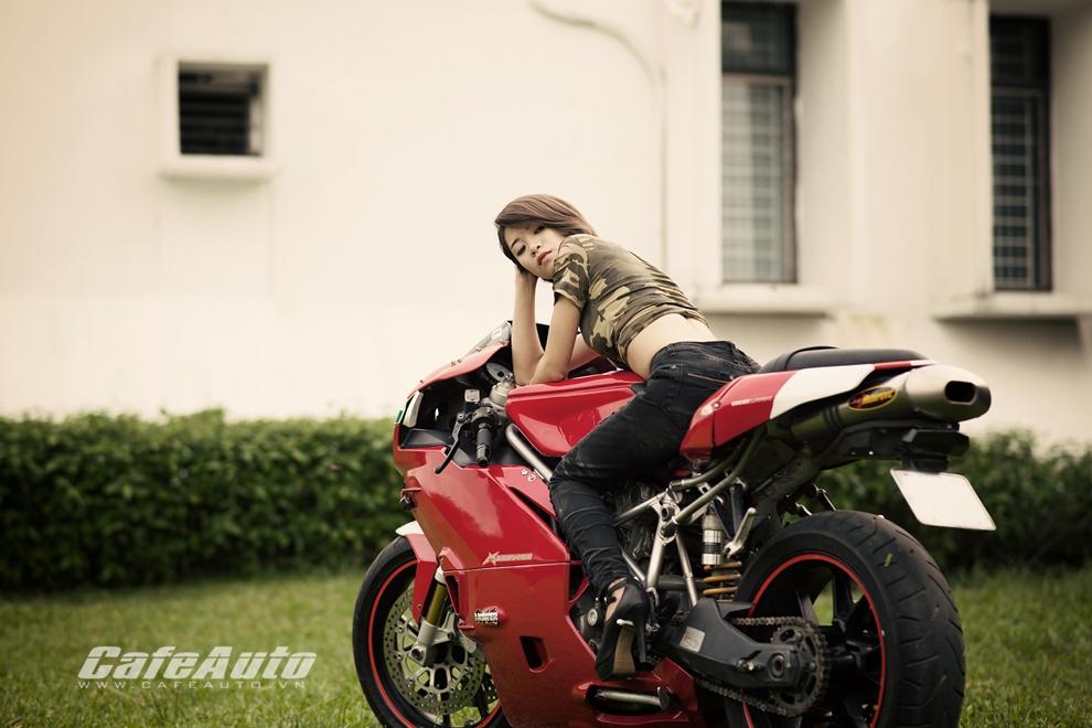 Anh Thieu nu xinh dep ben sieu moto Ducati 999 vang bong mot thoi - 10