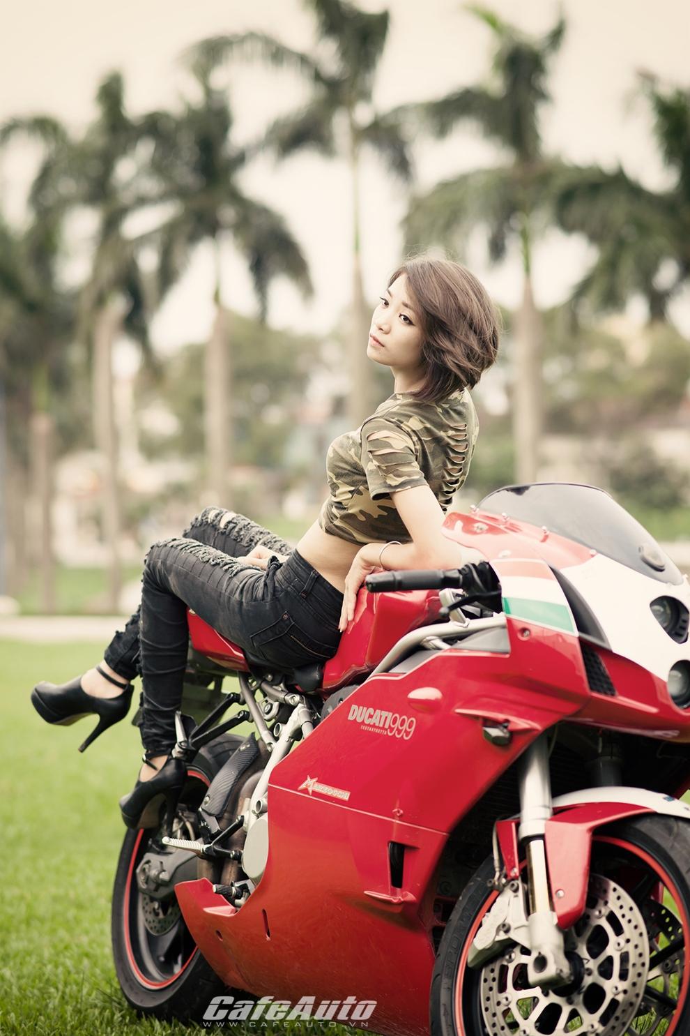 Anh Thieu nu xinh dep ben sieu moto Ducati 999 vang bong mot thoi - 12