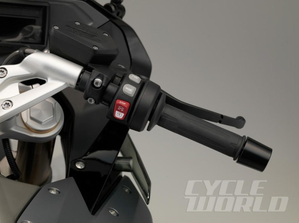 BMW R1200RS chiec moto sporttouring vua moi duoc ra mat - 5