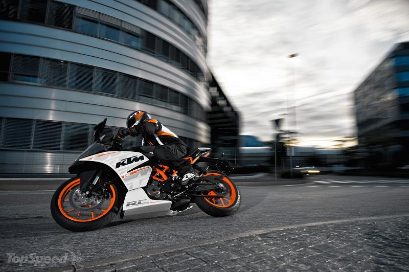 KTM RC 390 2015 khien moi doi thu trong phan khuc phai de chung - 6
