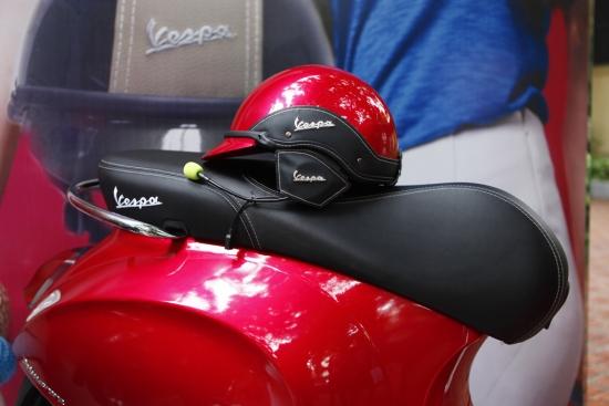 Mu bao hiem Piaggio trang bi tai nghe Bluetooth ra mat tai VN - 3