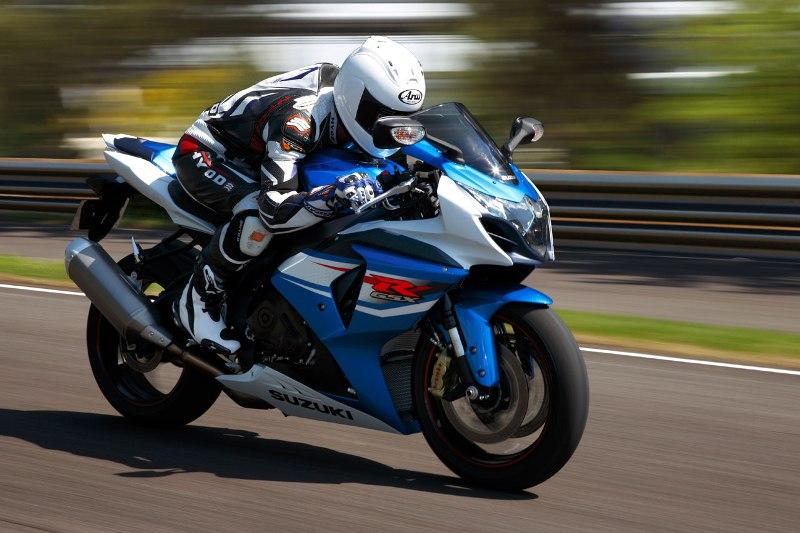 Suzuki trieu hoi 23000 chiec sportbike GSXR750 va GSXR1000