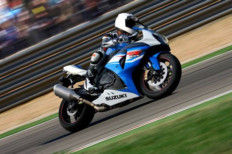 Suzuki trieu hoi 23000 chiec sportbike GSXR750 va GSXR1000 - 5