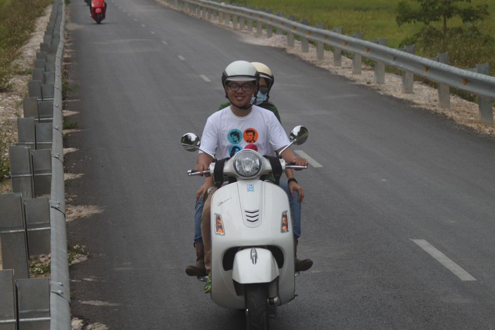 Xuc cam tran day cung hanh trinh Vespa On The Road - 8