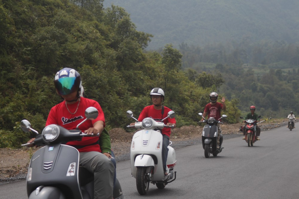 Xuc cam tran day cung hanh trinh Vespa On The Road - 9