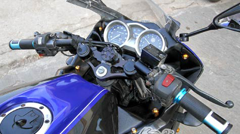Yamaha FZ150i do ham ho thanh sportbike R125 - 4
