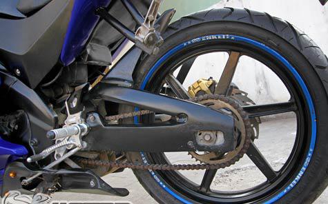 Yamaha FZ150i do ham ho thanh sportbike R125 - 5
