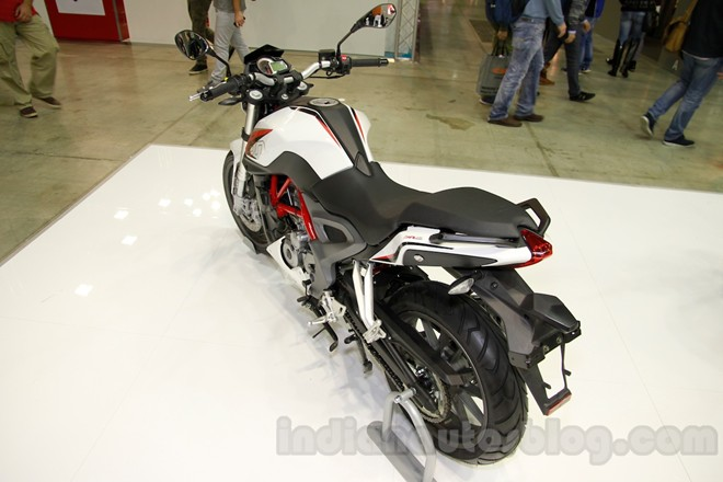 Can canh chiec nakedbike gia re Benelli BN251 - 3