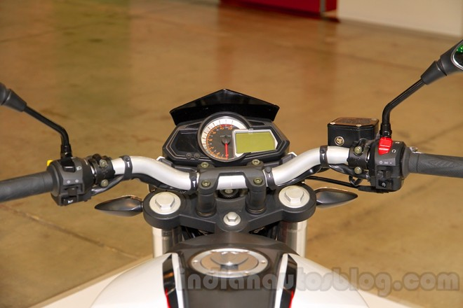 Can canh chiec nakedbike gia re Benelli BN251 - 9