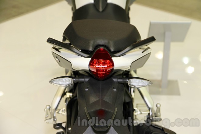 Can canh chiec nakedbike gia re Benelli BN251 - 10