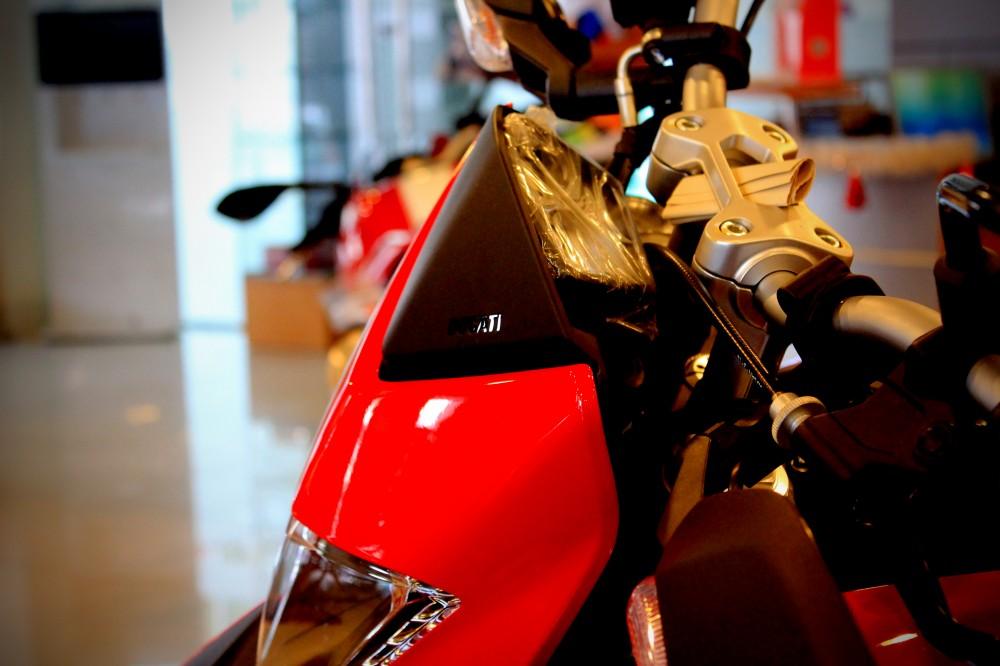 Vua dia hinh tren pho dong nguoi Ducati Hypermotard 821 - 5