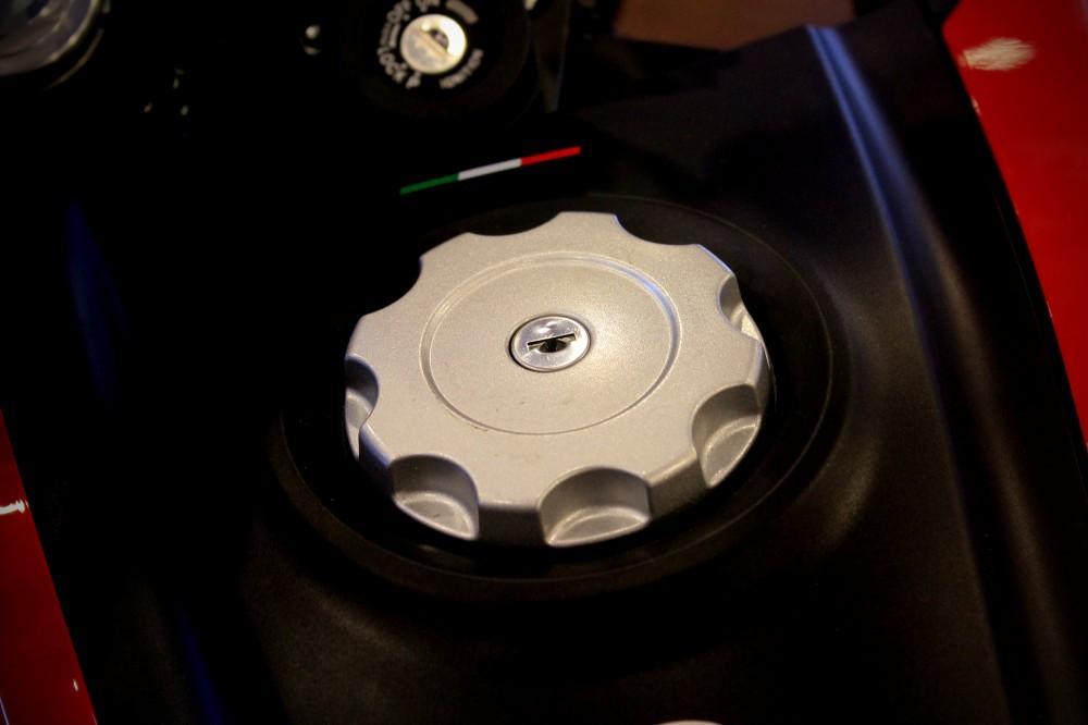 Vua dia hinh tren pho dong nguoi Ducati Hypermotard 821 - 6