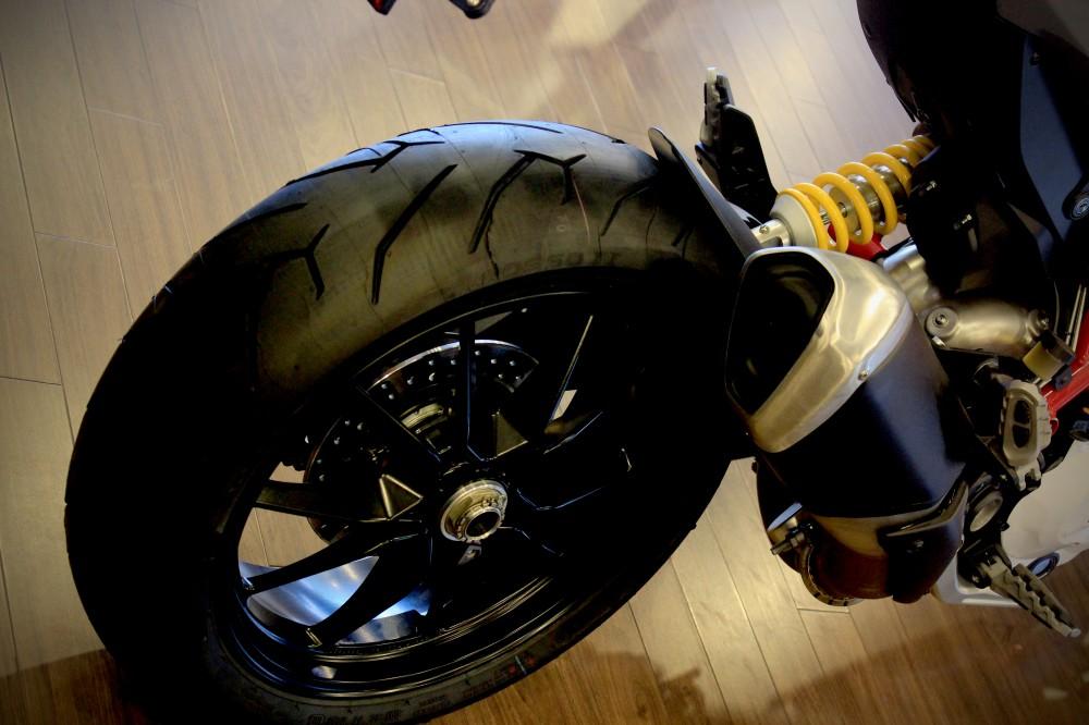 Vua dia hinh tren pho dong nguoi Ducati Hypermotard 821 - 8