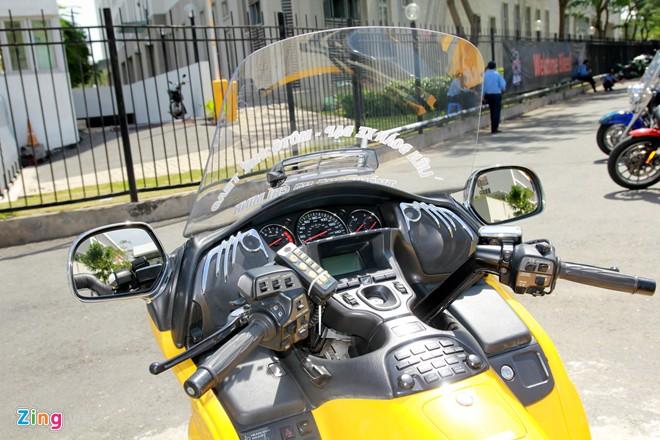 Honda Gold Wing Do 3 banh tai Sai Gon - 5