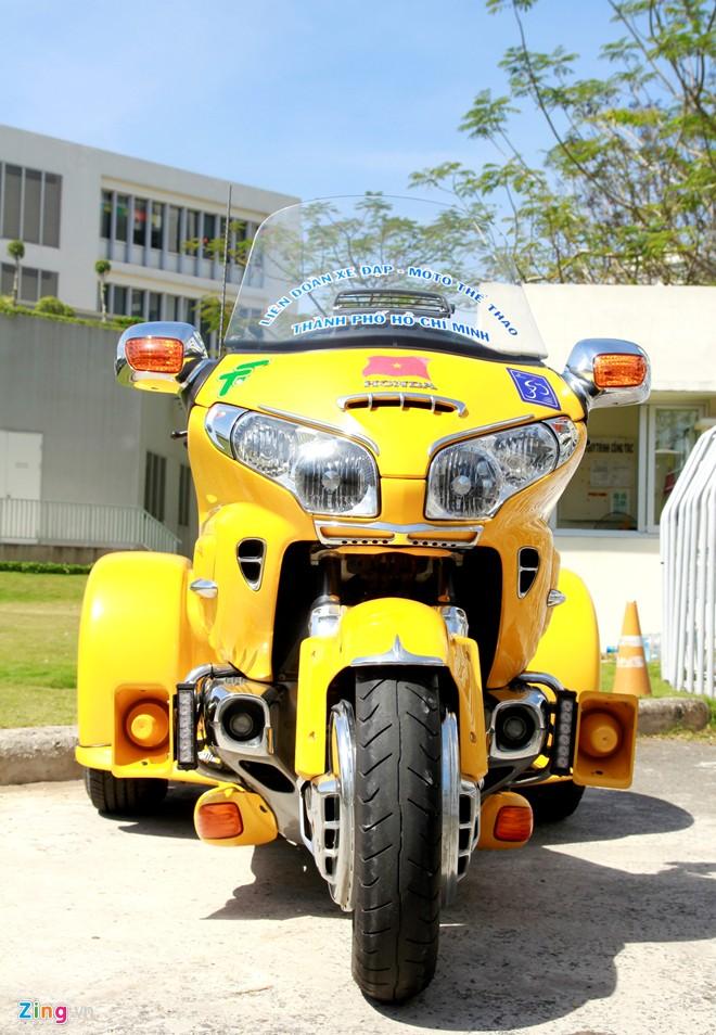 Honda Gold Wing Do 3 banh tai Sai Gon - 8