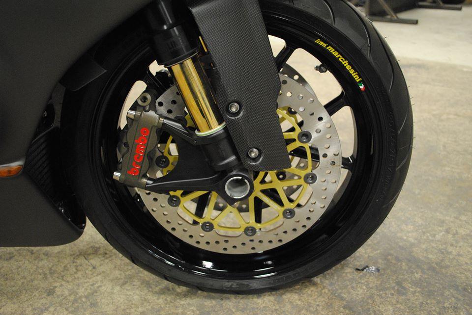Ducati 999 phien ban Carbon Fiber - 2