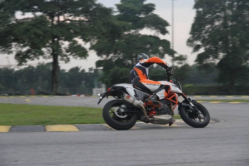 KTM Duke 690 cung po Akrapovic - 15