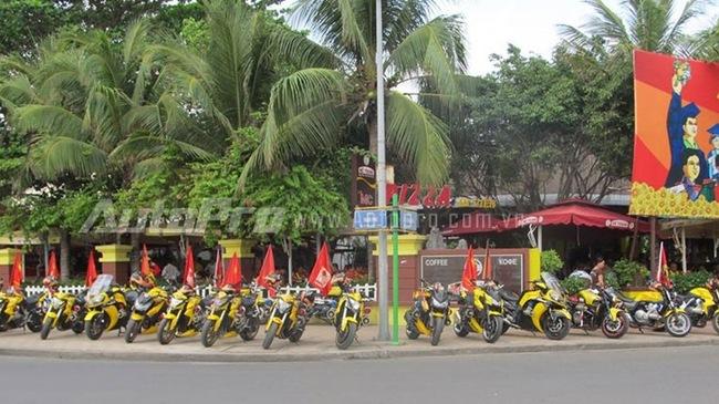 Doan moto dan doan voi tong mau vang choi tai Nha Trang