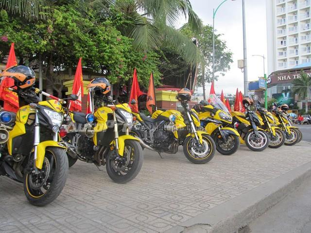 Doan moto dan doan voi tong mau vang choi tai Nha Trang - 2