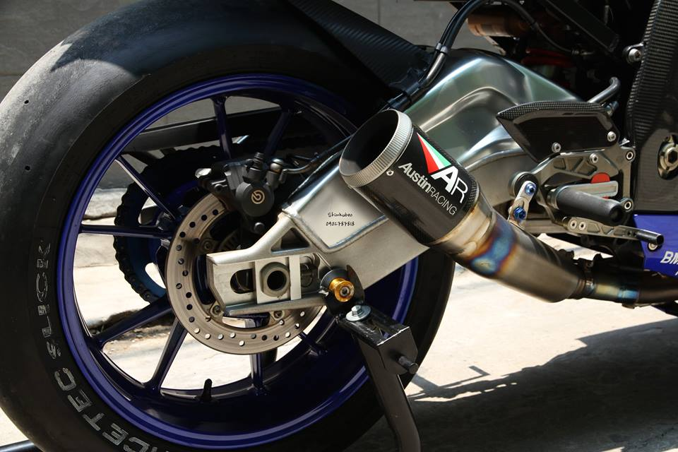 Ngam chiec BMW S1000RR HQCN day do choi hang hieu - 4