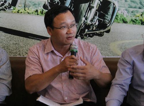 Pho ban ATGT TP HCM Xe phan khoi lon net po ai cung muon chui - 2