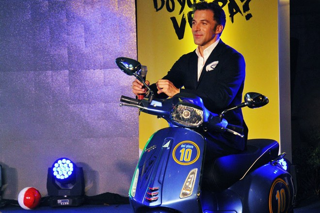 Vespa Sprint phien ban Del Piero doc cua Piaggio