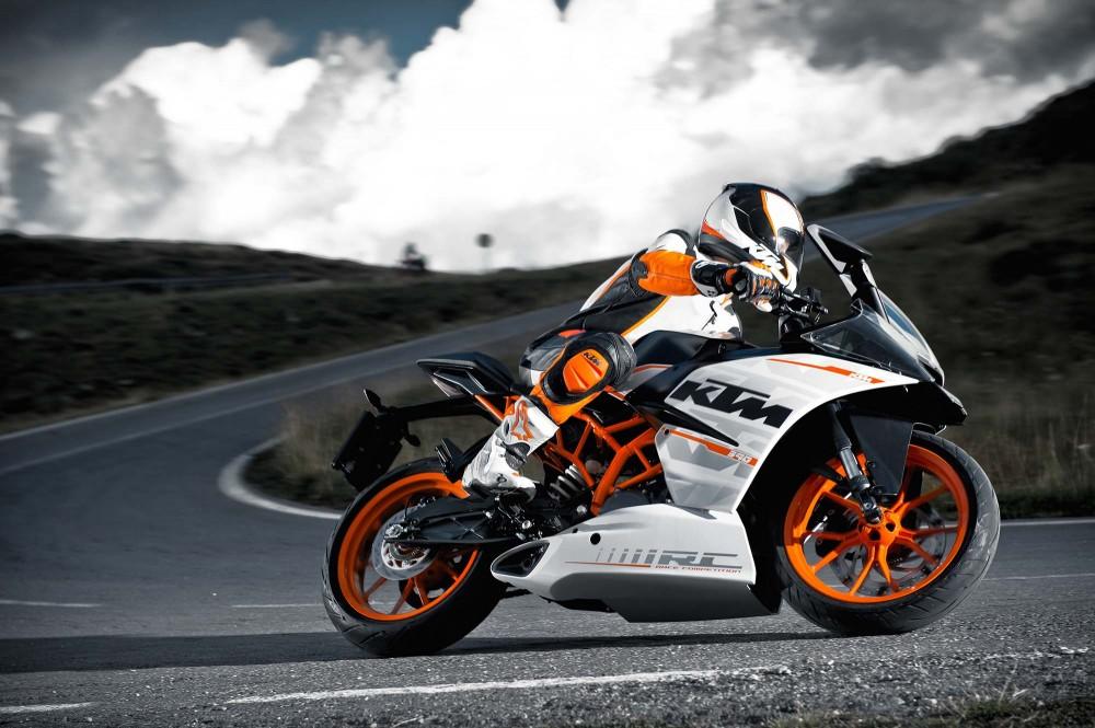 KTM RC390 mau Sportbike chinh phuc duong dia hinh