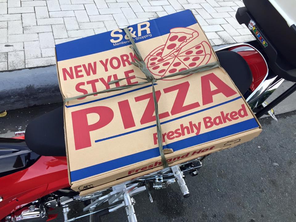 Raider do dep mat cua nhan vien giao banh pizza - 3