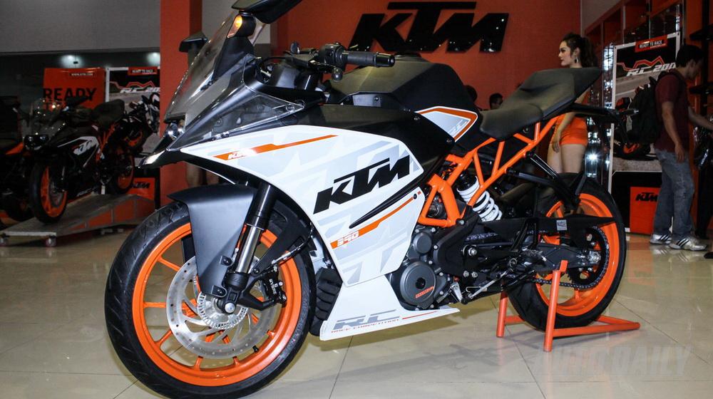 Clip So sanh Yamaha R3 Honda CBR300R KTM RC390 va Kawasaki Ninja 300 - 3