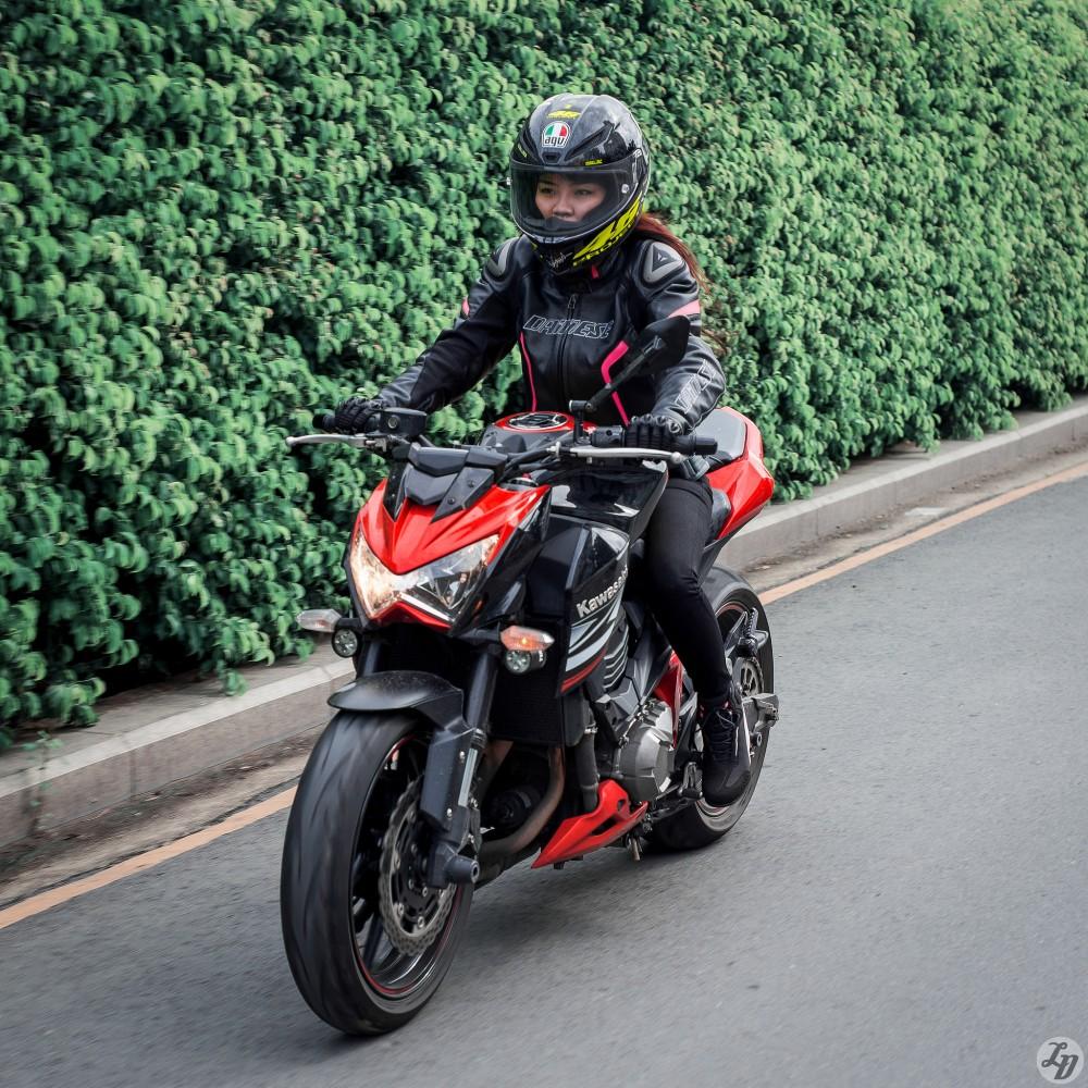 Bo anh dep chien ma Kawasaki Z800 cua nu biker xinh dep