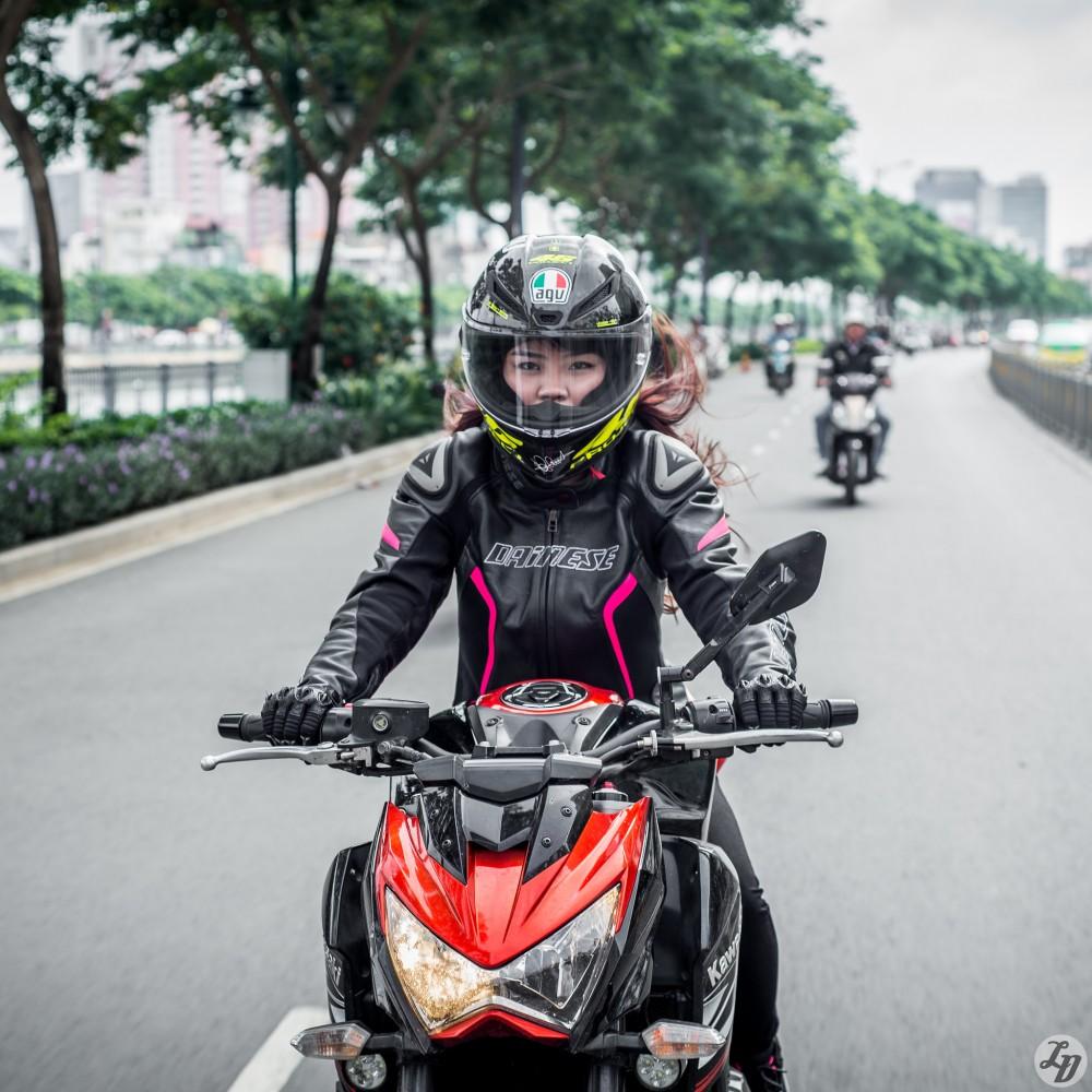 Bo anh dep chien ma Kawasaki Z800 cua nu biker xinh dep - 3