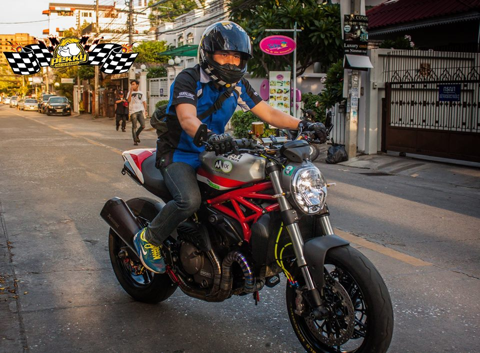 Ducati Monster 821 do chat choi voi nhung mon do choi xa xi