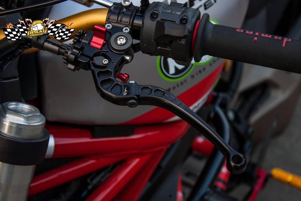 Ducati Monster 821 do chat choi voi nhung mon do choi xa xi - 5