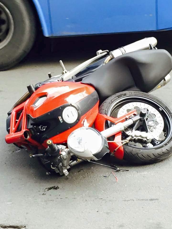Ducati Monster gay co vi doi dau voi Exciter 135 - 3