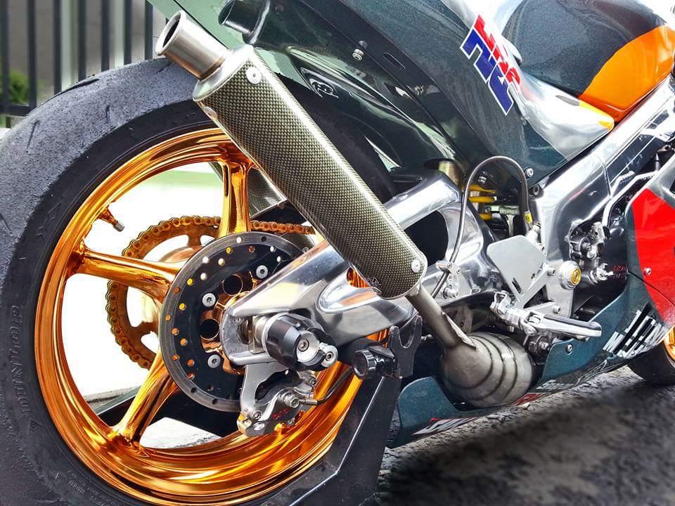 Honda NSR 250 su long lanh den tu con xe co - 3