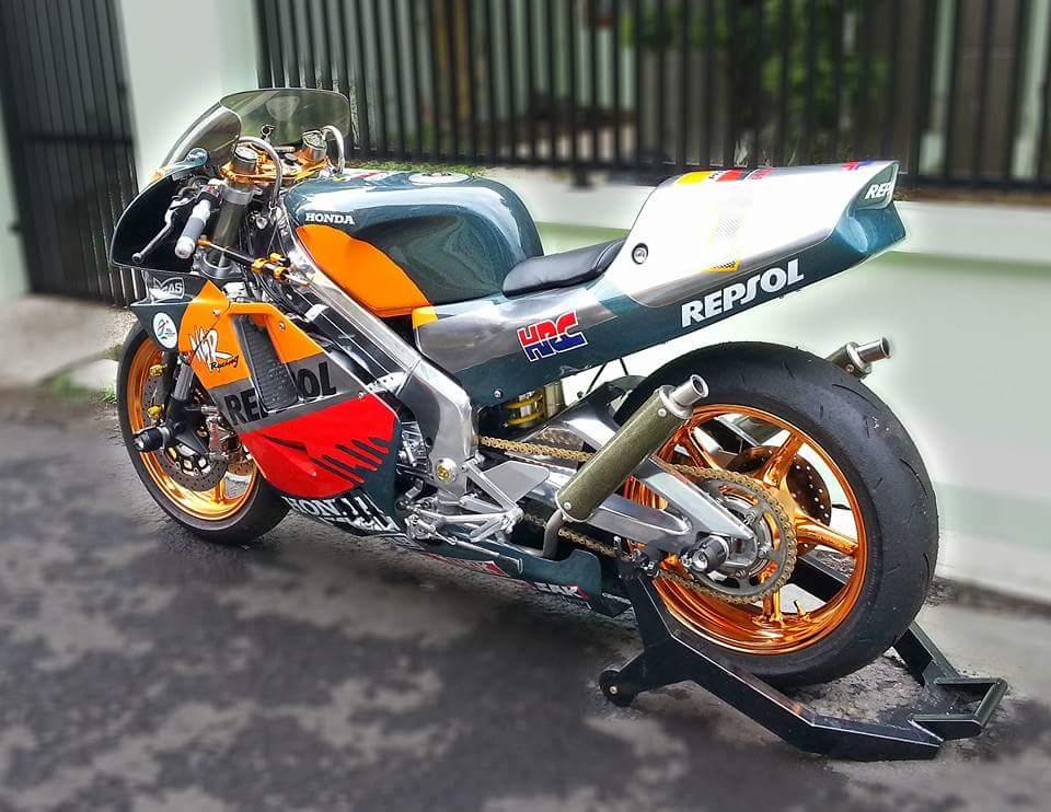 Honda NSR 250 su long lanh den tu con xe co - 5