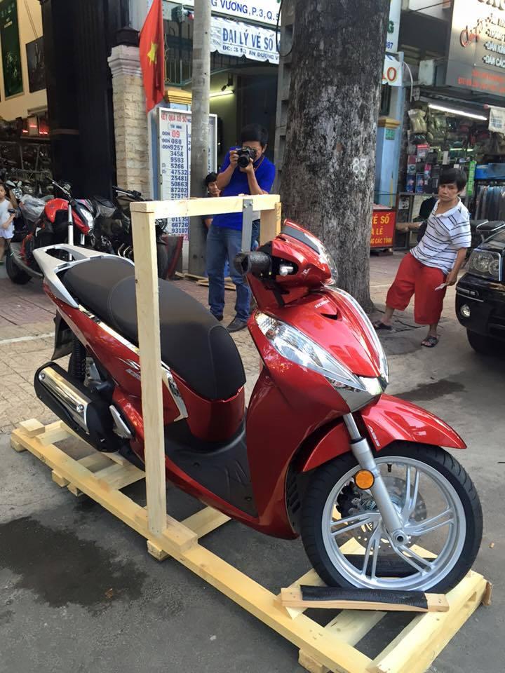 Honda Sh300i 2015 dau tien ve Viet Nam voi gia hon 300 trieu dong - 2