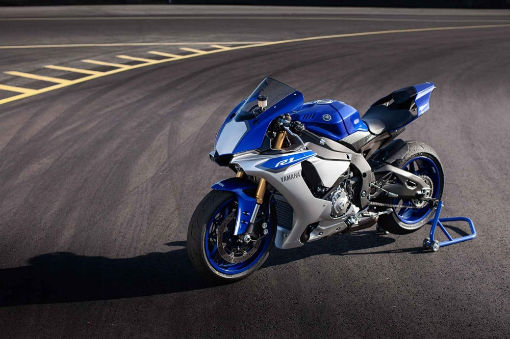 Man test toc do sieu dinh Yamaha R1 2015 va Zx10R 2015 tai VN