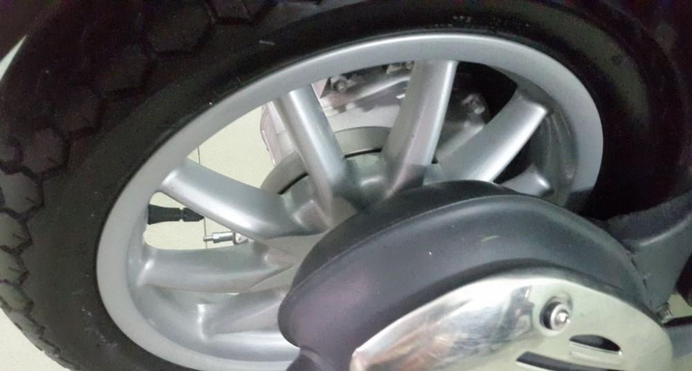 Ban xe piaggio liberty mau trang date 2012 dep nhu moi - 2