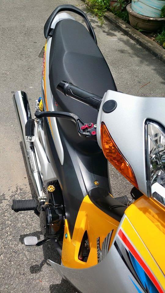 Phien ban vang bac cua chiec Honda Wave Thailan - 9