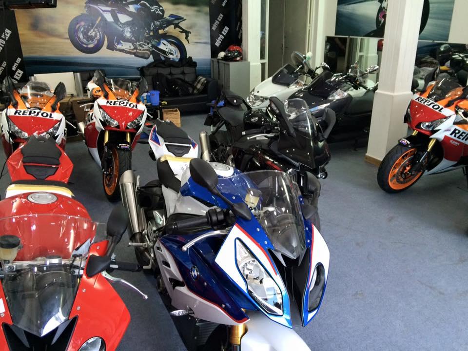Showroom Moto Ken ban BMW S1000rr xanh trang xe thung - 2