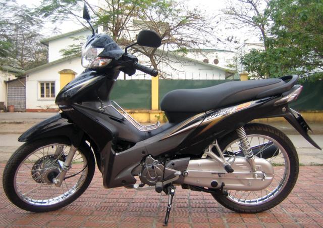 Can mua dan ao Wave S 110 mau den doi 2010 khong choi hang tau