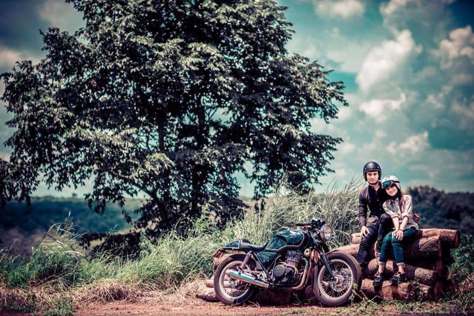 Cap doi tao dang cuc chat ben Cafe Racer tai Viet Nam - 3